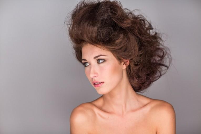 Skuteczne domowe sposoby pielęgnacji włosów