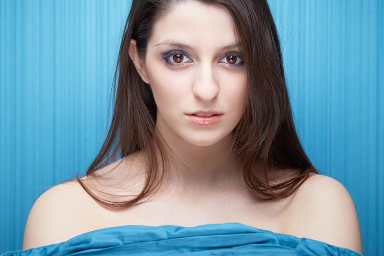Jak ukryć zmęczenie: 5 trików makijażowych