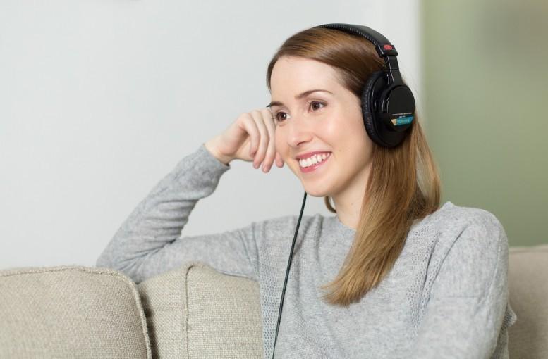 Przez uszy do serca: radio oswaja język obcy