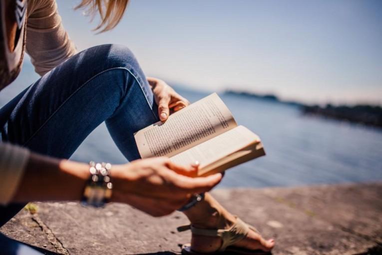 Światowy Dzień Książki: Czytelnictwo spada, obroty księgarni rosną. Jak to możliwe?