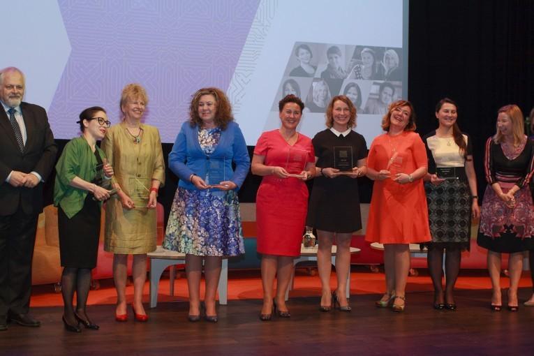 """Raport """"Kobiety w technologiach"""" – 100 kobiet zarządzających polskim sektorem teleinformatycznym"""