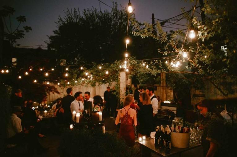 Jak wybrać oświetlenie na klimatyczne letnie przyjęcie