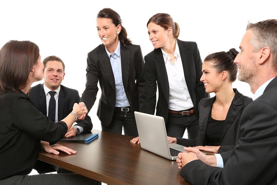 7 przykazanie sukcesu: szanuj ludzi, z którymi współpracujesz