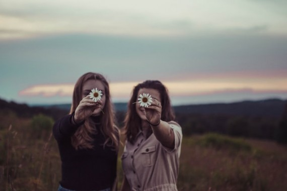4 przekonania, które wstrzymują kobiety przed mówieniem o sobie w internecie