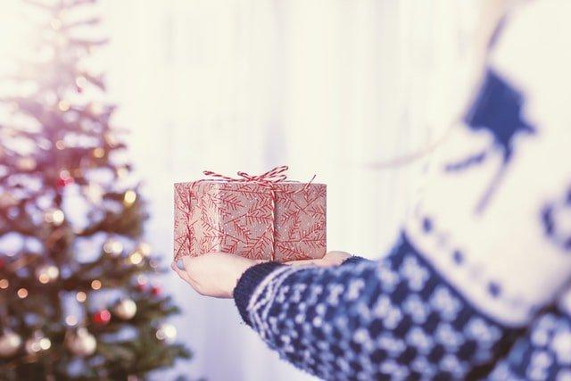 SZTUKA OBDAROWYWANIA, czyli świąteczne upominki w czasie pandemii